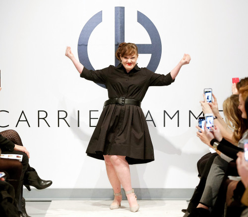 1423765137_jamie-brewer-carrie-hammer-fashion-show-zoom